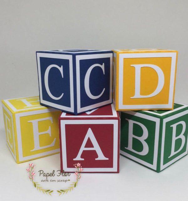 Caixa cubo letras brinquedos